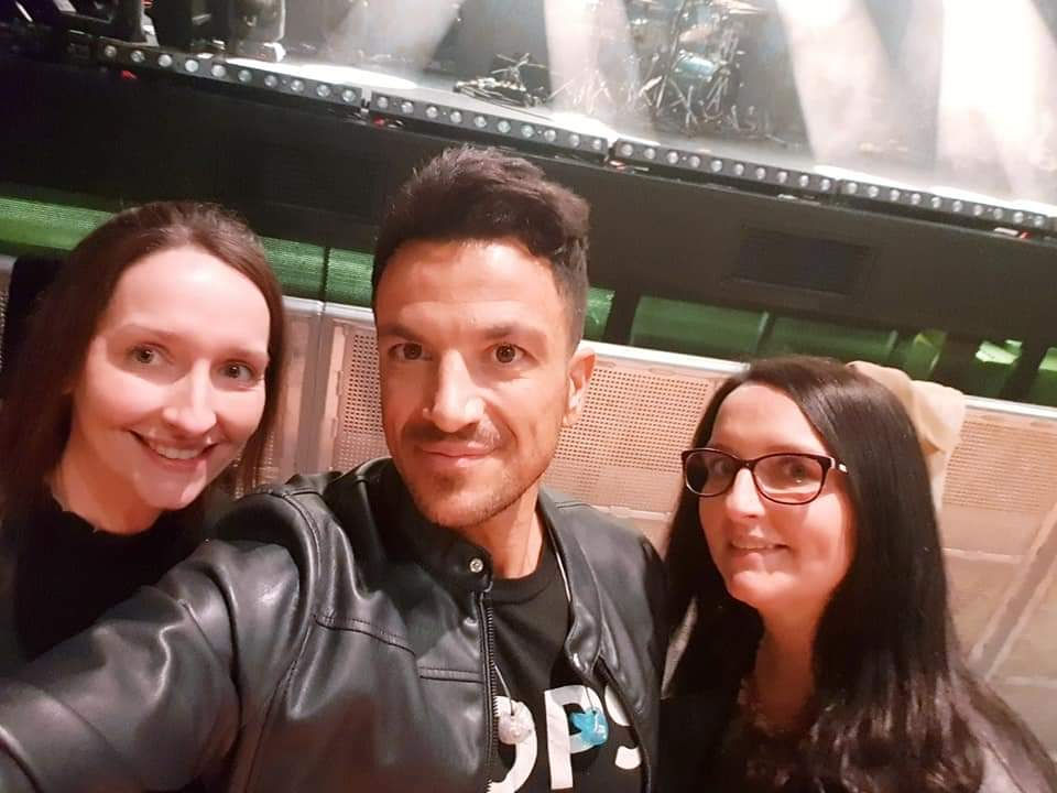 The twins meet Pop Star Peter Andre